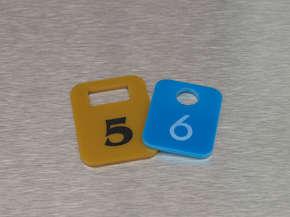 Гардеробный номерок пластиковый 5,6