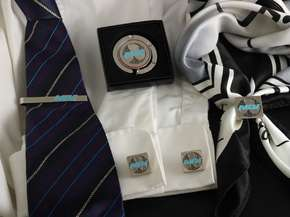 """Set of accessories with the logo """"MDV"""""""